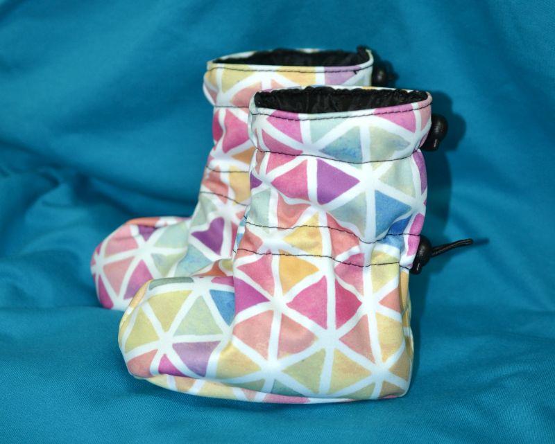 Softshellové capačky - akvarelové trojuholníčky s flece podšívkou